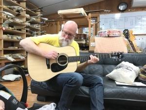 デビッド・グリアーさんが沖田ギター工房に来店されました!
